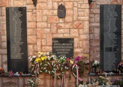 Győrság világháborús emlékmű 2006.11.08. Küldő-Hege (1)
