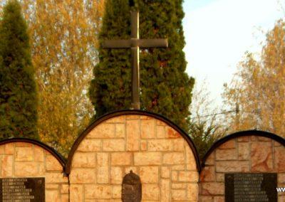 Győrság világháborús emlékmű 2006.11.08. küldő-Hege(2)