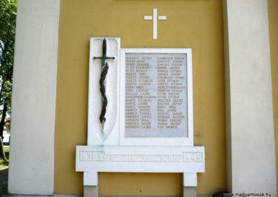 Győrszemere világháborús emléktáblák a templom falán 2010.06.07. küldő-Sümec (6)