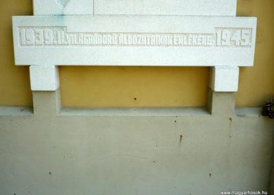 Győrszemere világháborús emléktáblák a templom falán 2010.06.07. küldő-Sümec (9)