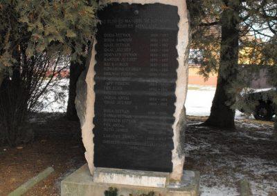 Gyanógeregye világháborús emlékmű 2009.01.19.küldő-gyurkusz