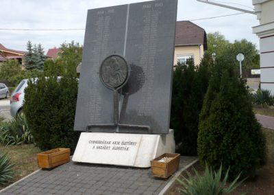 Gyenesdiás világháborús emlékmű 2011.09.15. küldő-Sümec (11)
