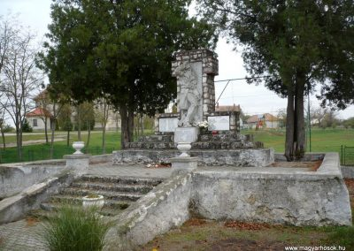 Gyepükaján világháborús emlékmű 2013.10.30. küldő-Sümec (6)