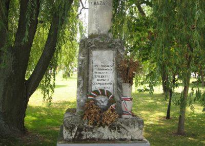Gyermely világháborús emlékművek 2008.07.02. küldő-Kályhás (1)