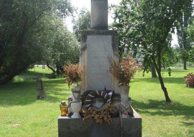 Gyermely világháborús emlékművek 2008.07.02. küldő-Kályhás (8)