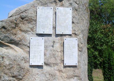 Gyulakeszi világháborús emlékmű 2012.08.04. küldő-Nerr (1)