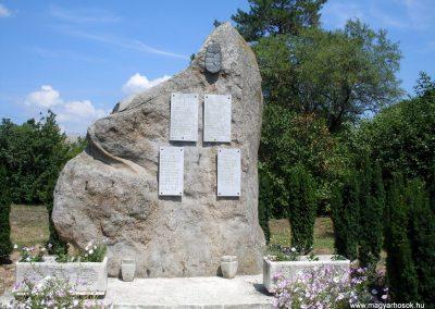 Gyulakeszi világháborús emlékmű 2012.08.04. küldő-Nerr (5)