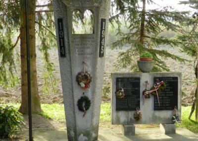 Hács Evangélikus templom világháborús emlékmű 2014.03.21. küldő-Huber Csabáné