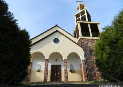 Hács Római katolikus templom világháborús emléktáblák 2014.03.21. küldő-Huber Csabáné
