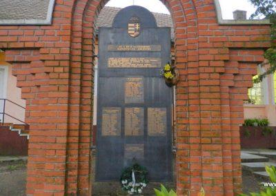 Háromfa világháborús emlékmű 2014.10.18. küldő-Huber Csabáné (8)