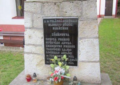 Háromhuta- Középhuta II. világháborús emlékmű 2012.08.19. küldő-kalyhas (2)