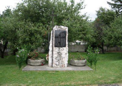 Hárskút világháborús emlékmű 2010.07.24. küldő-kalyhas (1)