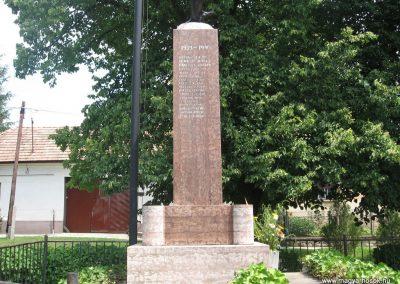 Héreg világháborús emlékművek 2008.07.02. küldő-Kályhás (4)