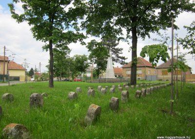 Hévízgyörk I. világháborús sírkövek a világháborús emlékmű mellett 2014.05.05. küldő-kalyhas (6)