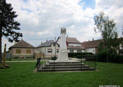 Hévízgyörk világháborús emlékmű 2014.05.05. küldő-kalyhas (1)