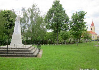 Hévízgyörk világháborús emlékmű 2014.05.05. küldő-kalyhas (14)