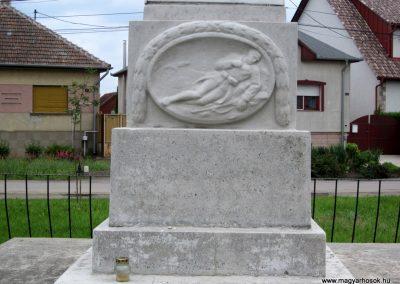 Hévízgyörk világháborús emlékmű 2014.05.05. küldő-kalyhas (5)