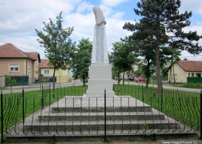 Hévízgyörk világháborús emlékmű 2014.05.05. küldő-kalyhas (6)