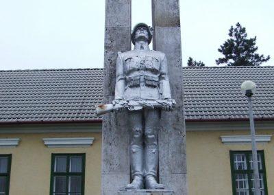 Hajós I.vh emlékmű 2007.12.09.küldő-Markó Péter (1)