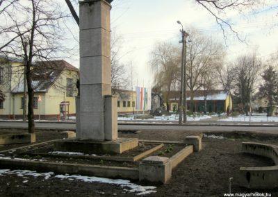 Hajdúsámson II. világháborús emlékmű 2014.02.07. küldő-kalyhas (6)