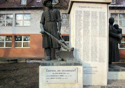Hajdúsámson világháborús emlékmű 2014.02.07. küldő-kalyhas (7)