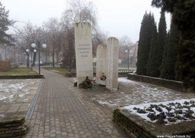 Hajdúszoboszló II. világháborús emlékmű 2018.01.28. küldő-kalyhas