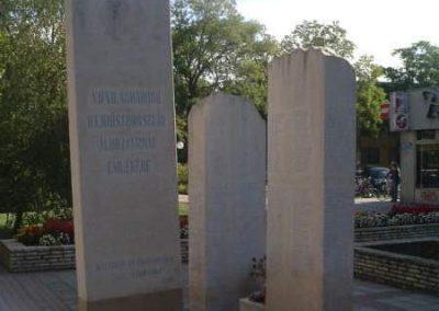 Hajdúszoboszló II.vh emlékmű 2007.10.04. küldő-bringásfecó