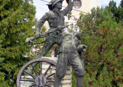 Hajmáskér, I. és II. világháborús emlékmű.