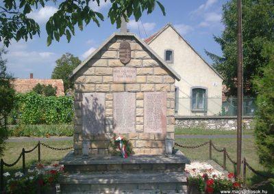 Halimba világháborús emlékmű 2009.08.25.küldő-Kriszti83