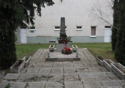 Halmajugra világháborús emlékmű 2009.03.27. küldő-kalyhas