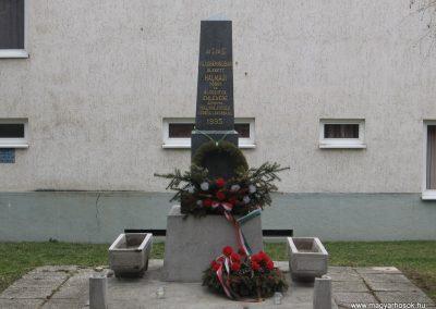 Halmajugra világháborús emlékmű 2009.03.27.küldő-kalyhas (1)