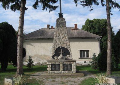 Hangony világháborús emlékmű 2008.09.14. küldő-Kályhás (1)