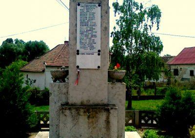 Harc világháborús emlékmű 2011.05.25. küldő-Csiszár Lehel (1)