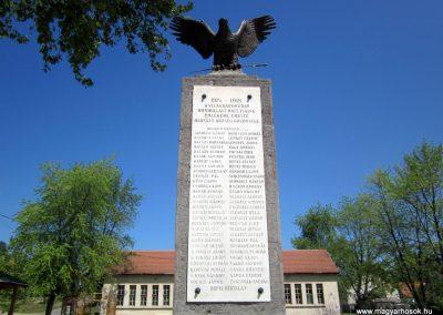 Harsány felújított I.világháborús emlékmű 2012.05.20. küldő-kalyhas (2)