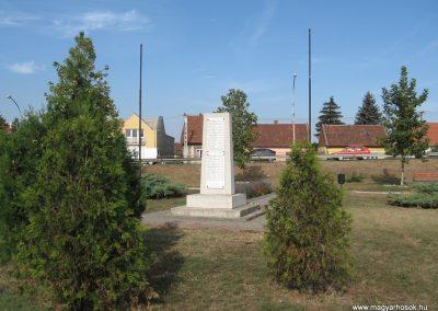 Hatvan II.vh emlékmű 2009.09.28. küldő-kalyhas (6)