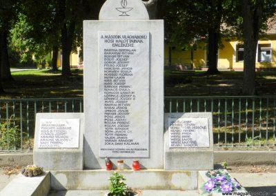 Hedrehely II. világháborús emlékmű 2014.08.28. küldő-Huber Csabáné (5)
