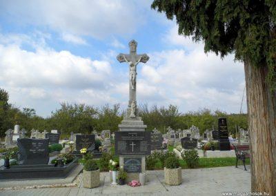 Hegyhátsál világháborús emlékmű 2015.10.05. küldő-Méri