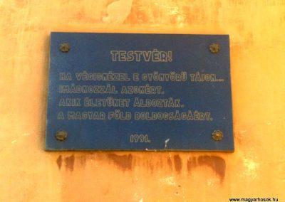 Hegymagas Szent György-hegyi kápolna emléktábla a hősi halottakért 2010.08.05. küldő-Horváth Zsolt