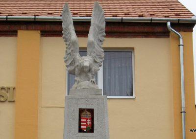 Hejőbába világháborús emlékmű 2007.11.20. küldő-Kályhás (1)