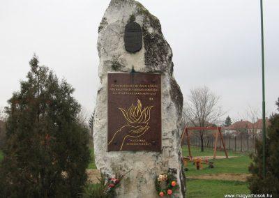 Hejőpapi világháborús emlékmű 2007.11.20. küldő-Kályhás (1)