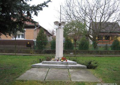 Hejőszalonta világháborús emlékmű 2007.11.20.küldő-Kályhás (1)