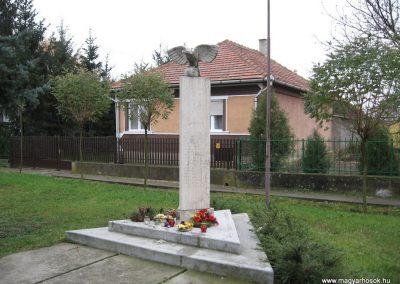 Hejőszalonta világháborús emlékmű 2007.11.20.küldő-Kályhás (2)