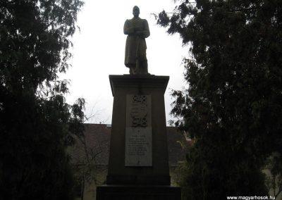 Heréd hősi emlékmű 2009.11.09. küldő-kalyhas (1)