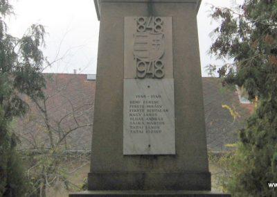 Heréd hősi emlékmű 2009.11.09. küldő-kalyhas (5)