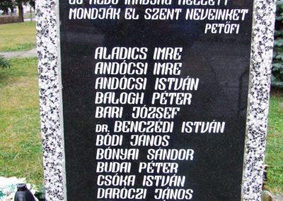 Hercegszántó II.vh emlékmű 2007.12.08. küldő-Markó Péter (1)