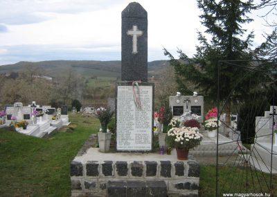 Herencsény világháborús emlékmű 2007.10.22. küldő-Mónika39
