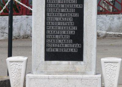 Hernádkércs világháborús emlékmű 2009.05.28.küldő-Gombóc Arthur (4)