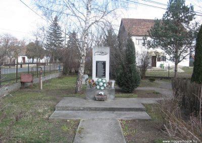 Hernádkak II.vh emlékmű 2009.03.21.küldő-kalyhas