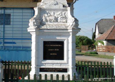 Hernádszentandrás világháborús emlékmű 2011.05.17. küldő-megtorló (2)