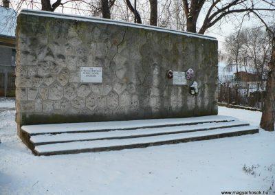 Hernádszurdok világháborús emlékmű 2009.12.21. küldő-Gombóc Arthur